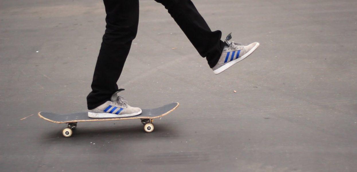 Lo skateboard: un mezzo divertente, economico e green per muoversi in città
