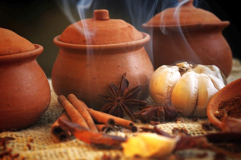 Cucinare in pentole di terracotta: benefici e consigli
